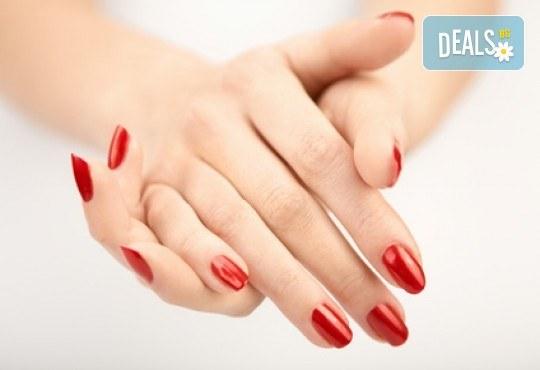 Перфектни ръце седмица, след седмица! Класически маникюр с гел лак на Bluesky и 2 красиви рисунки от салон за красота Golden Angel! - Снимка 2