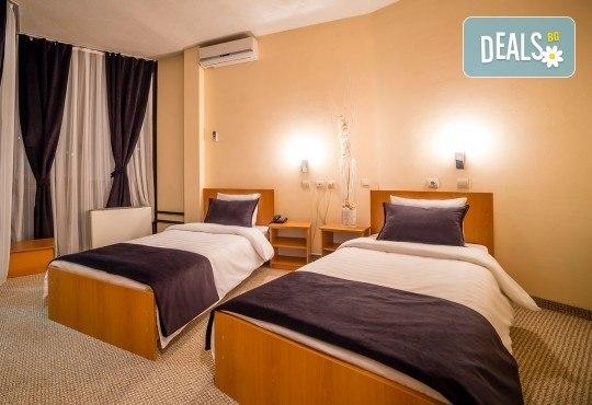За 3-ти март в Охрид! 2 нощувки, 2 закуски, 1 вечеря и празнична вечеря с жива музика в хотел Nova Rivierа 3*, транспорт и посещение на Скопие и Струга - Снимка 10