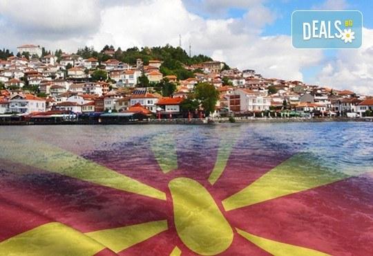 За 3-ти март в Охрид! 2 нощувки, 2 закуски, 1 вечеря и празнична вечеря с жива музика в хотел Nova Rivierа 3*, транспорт и посещение на Скопие и Струга - Снимка 1