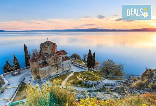 За 3-ти март в Охрид! 2 нощувки, 2 закуски, 1 вечеря и празнична вечеря с жива музика в хотел Nova Rivierа 3*, транспорт и посещение на Скопие и Струга - Снимка 2