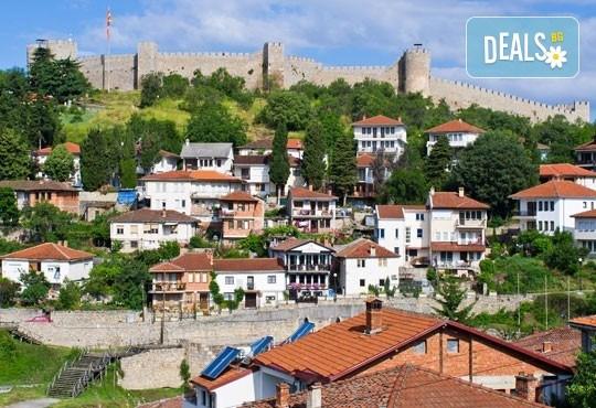 За 3-ти март в Охрид! 2 нощувки, 2 закуски, 1 вечеря и празнична вечеря с жива музика в хотел Nova Rivierа 3*, транспорт и посещение на Скопие и Струга - Снимка 7