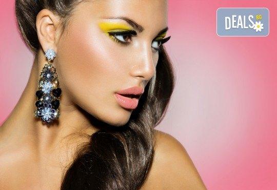 Подчертайте женствеността си! Пробиване на уши + медицински обеци на Studex в различни цветове и форми от студио Вая! - Снимка 1