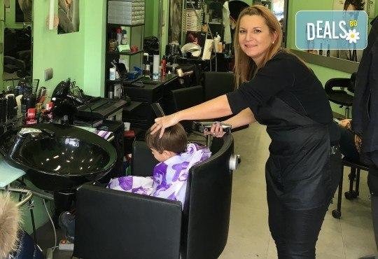 За прическа като от реклама! Боядисване на корени с Kezy Professional, измиване, прическа със сешоар и бонус: подстригване на връхчета само в студио Вая! - Снимка 3