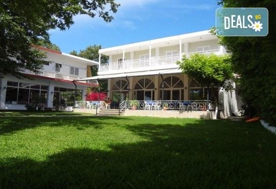 Великден на приказно красивия остров Лефкада! 3 нощувки със закуски в Avra Beach 3*, Нидри, транспорт и екскурзовод - Снимка 7