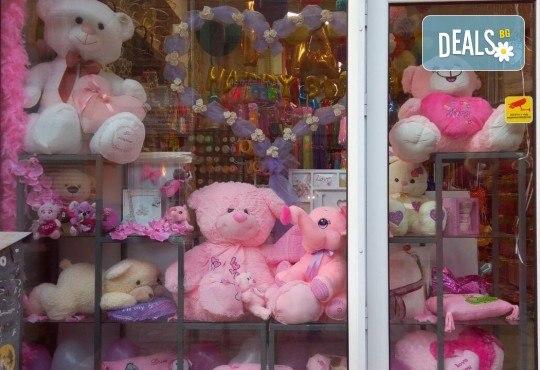 Изненадайте своята половинка на празника! Подарете плюшена възглавничка сърце или калинка и ефектен фолио балон с хелий, от Парти магазин Рая! - Снимка 16