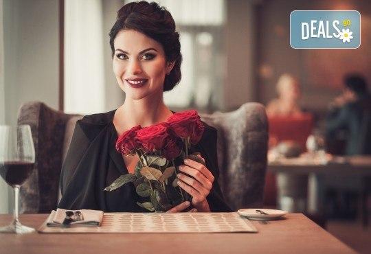 Празнувайте Деня на любовта с четиристепенно меню, селекция напитки, DJ, томбола и концерт на Мирослав Илич и Ивана Мей в Bar & Dinner Souvenir! - Снимка 1