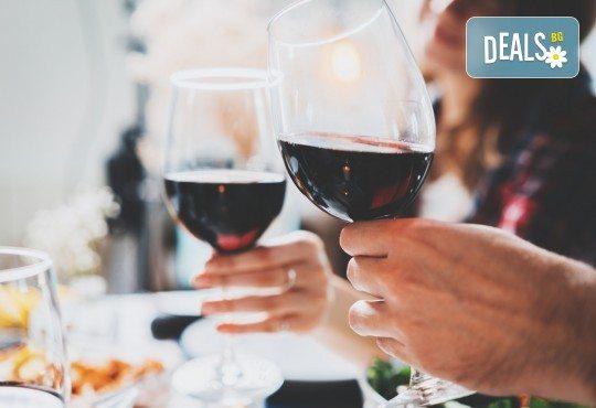 Предложение за 14-ти февруари! Празнувайте Деня на любовта и виното с четиристепенно меню и селекция напитки + концерт на Асен Масларски и Милица Божинова, DJ и томбола с награди в изискания ресторант Везна! - Снимка 10