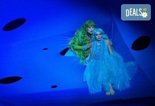 Гледайте с децата Малката морска сирена на 24.03. от 11 ч., в Театър ''София'', билет за двама! С награда Икар 2017 за сценография! - Снимка 4