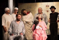 На 5-ти март (понеделник) гледайте Болница накрай света - комедийна постановка на сръбския режисьор Дино Мустафич в МГТ Зад канала! - Снимка