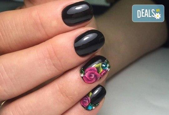 Бъдете изящни и красиви с маникюр с гел лак, 2 декорации и иновативна терапия за нокти по избор в салон Емоция! - Снимка 6