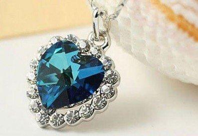 Открийте подходящия подарък за нея! Стилно и изискано колие във форма на сърце от Present For You! - Снимка