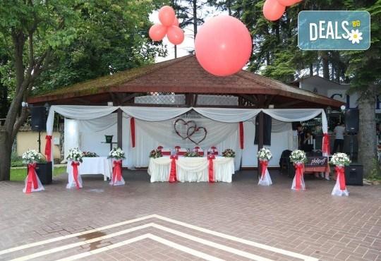 За Вашата сватба от Сватбена агенция Вю Арт! Цветя за сватбената маса и масите за гости + консултация със сватбен агент! - Снимка 13