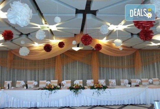 За Вашата сватба от Сватбена агенция Вю Арт! Цветя за сватбената маса и масите за гости + консултация със сватбен агент! - Снимка 10