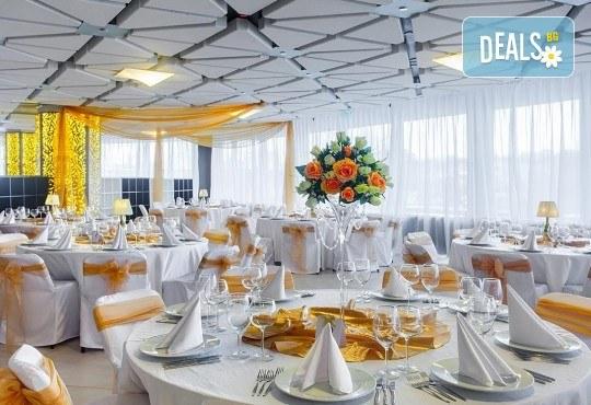 За Вашата сватба от Сватбена агенция Вю Арт! Цветя за сватбената маса и масите за гости + консултация със сватбен агент! - Снимка 11