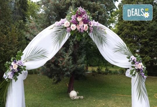 За Вашата сватба от Сватбена агенция Вю Арт! Цветя за сватбената маса и масите за гости + консултация със сватбен агент! - Снимка 7