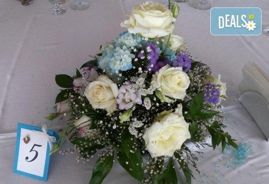 За Вашата сватба от Сватбена агенция Вю Арт! Цветя за сватбената маса и масите за гости + консултация със сватбен агент! - Снимка 5