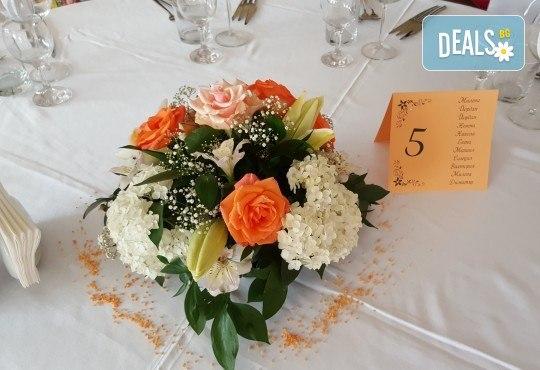 За Вашата сватба от Сватбена агенция Вю Арт! Цветя за сватбената маса и масите за гости + консултация със сватбен агент! - Снимка 4