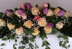 За Вашата сватба от Сватбена агенция Вю Арт! Цветя за сватбената маса и масите за гости + консултация със сватбен агент! - Снимка