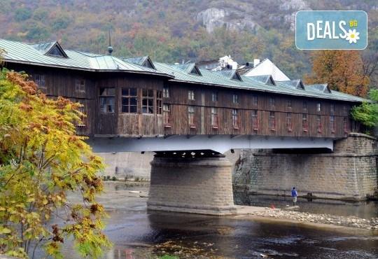 Екскурзия за 1 ден до красивите Крушунски водопади, Деветашката пещера и Ловеч с транспорт и водач от Еко Тур! - Снимка 3