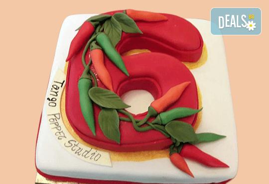 За почитателите на българската музика и фолклор! Едноетажна торта с 25 парчета от Сладкарница Джорджо Джани! - Снимка 3