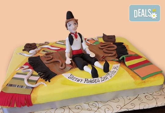 За почитателите на българската музика и фолклор! Едноетажна торта с 25 парчета от Сладкарница Джорджо Джани! - Снимка 2