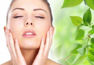 Хиалуронова или колагенова антиейдж терапия на лице, шия и деколте или околоочен контур с немска био козметика Dr. Spiller в студио за красота Beauty, Лозенец!