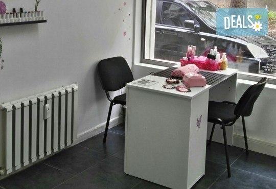 Свежи и дълготрайни цветове! Маникюр с гел лак Bluesky и 2 декорации от Dils Studio! - Снимка 3