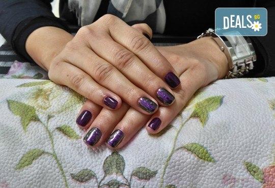 Свежи и дълготрайни цветове! Маникюр с гел лак Bluesky и 2 декорации от Dils Studio! - Снимка 5