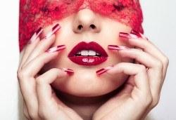 Безупречен стил! Ноктопластика чрез изграждане с UV гел и маникюр с гел лак в салон за красота Queenberry! - Снимка