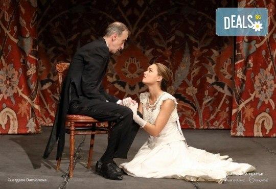 Гледайте постановката Иванов от А. П. Чехов, на 13.03. от 19ч., в Младежки театър! С награда Икар 2017 за поддържаща мъжка роля! 1 билет - Снимка 1