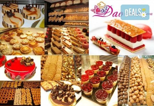 Сладки моменти със сладкарница Дао! Вземете торта Деликат с 8 или 12 парчета и възможност за пожелание или надпис по избор - Снимка 3
