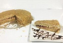Сладко изкушение от сладкарница Дао - френска селска торта с 14 парчета и възможност за поставяне на пожелание или надпис! - Снимка