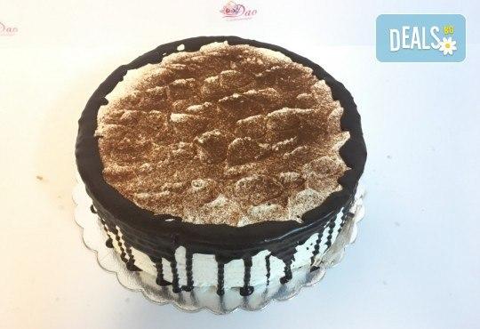 Сладост с дъх на кафе! Вземете торта Капучино с 8 или 14 парчета и възможност за поставяне на пожелание или надпис! - Снимка 2