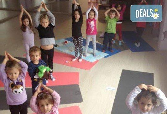 1 посещение на тананикаща йога за родители и деца от 3 до 8г. със Светла Иванова в студио Одет! - Снимка 4