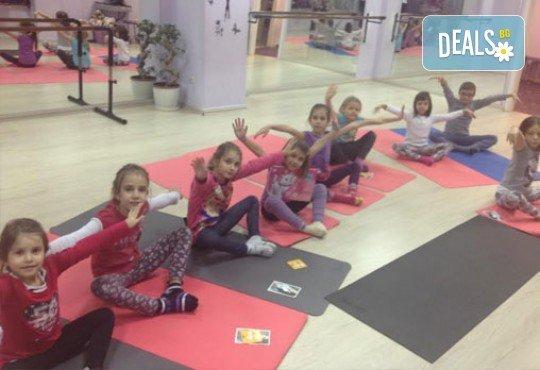 1 посещение на тананикаща йога за родители и деца от 3 до 8г. със Светла Иванова в студио Одет! - Снимка 5