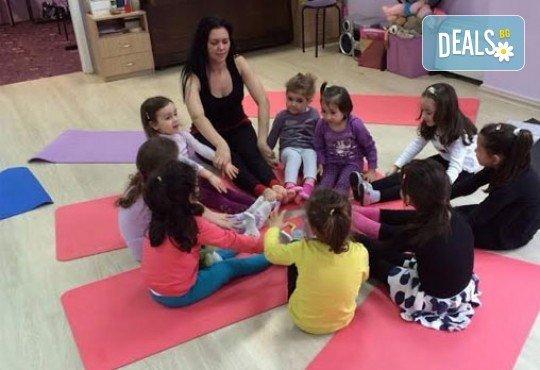 1 посещение на тананикаща йога за родители и деца от 3 до 8г. със Светла Иванова в студио Одет! - Снимка 6