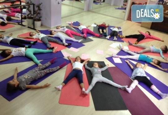1 посещение на тананикаща йога за родители и деца от 3 до 8г. със Светла Иванова в студио Одет! - Снимка 1