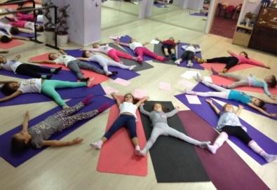 1 посещение на тананикаща йога за родители и деца от 3 до 8г. със Светла Иванова в студио Одет! - Снимка