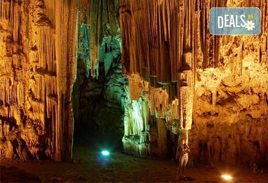 Еднодневна екскурзия до пещерата Алистрати и Керкини – езерото на пеликаните и фламингото! Транспорт и екскурзовод от Еко Тур! - Снимка 6