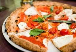 Опитайте най-вкусната пица в София! Заповядайте в ресторант Felicita by Leo's и вземете изкусителна италианска пица с моцарела по Ваш избор! - Снимка