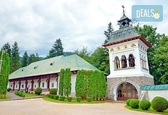 Незабравима екскурзия до Румъния! 2 нощувки със закуски в Синая, транспорт, водач и възможност за посещение на Букурещ, замъка в Бран и Брашов! - Снимка 1
