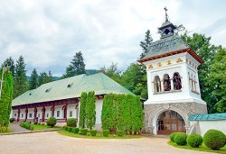 Незабравима екскурзия до Румъния! 2 нощувки със закуски в Синая, транспорт, водач и възможност за посещение на Букурещ, замъка в Бран и Брашов! - Снимка