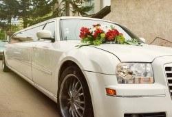 Лукс и класа! 10-часов наем на 10-местна лимузина Крайслер за Вашата сватба, специален ден или фотосесия от San Diego Limousines! - Снимка