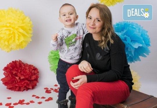 Запазете моментите! Професионална фотосесия с неограничен брой обработени кадри от Pandzherov Photography! - Снимка 2