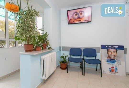 Поставяне на дентален силант на дете в Смайл Д-р Гогова - Снимка 4