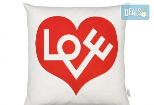 Подарък за любим човек! Декоративна възглавничка сърце със снимка или квадрат 40х40 см. от Studio SVR Design! - Снимка 5