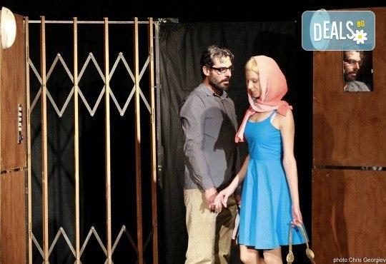 Театър и вино! Гледайте Асансьорът по текст на Георги Марков на 14-ти март (сряда) от 19:00 часа в Нов театър - НДК! - Снимка 4