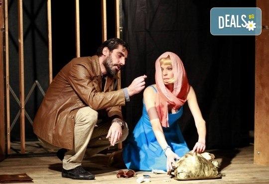 Театър и вино! Гледайте Асансьорът по текст на Георги Марков на 14-ти март (сряда) от 19:00 часа в Нов театър - НДК! - Снимка 1