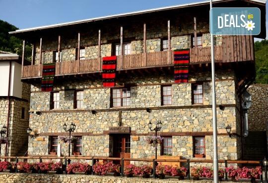 Великден в Етно комплекс Македонско село с Караджъ Турс! 2 нощувки, със закуски и вечери, едната от които празнична с жива музика и напитки, транспорт - Снимка 3
