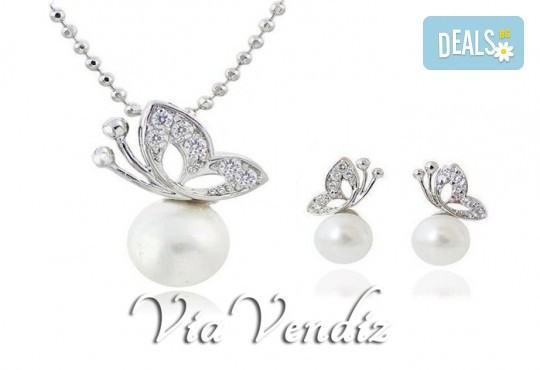 Нежност и стил! Подарете комплект колие и обеци Бътърфлай пърл от ViaVendiz с австрийски кристали и перли! - Снимка 1